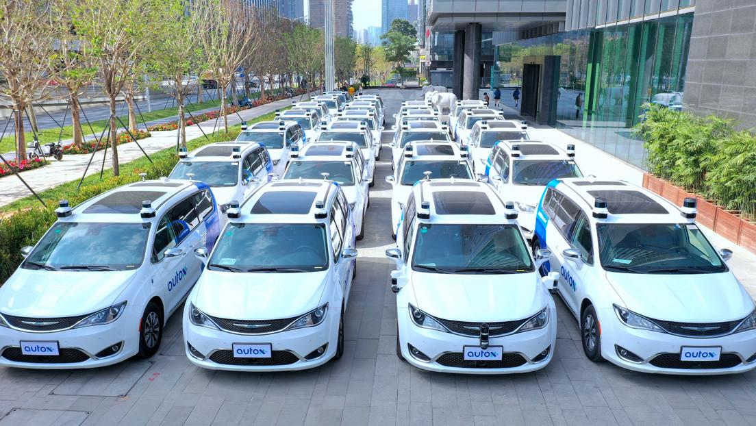 VIDEO: Estrenan en China los primeros taxis totalmente robóticos