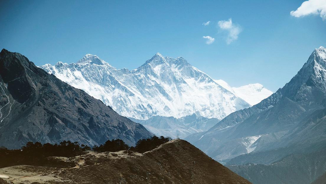 China y Nepal establecen la nueva altura del Everest (y es mayor de lo que se creía)