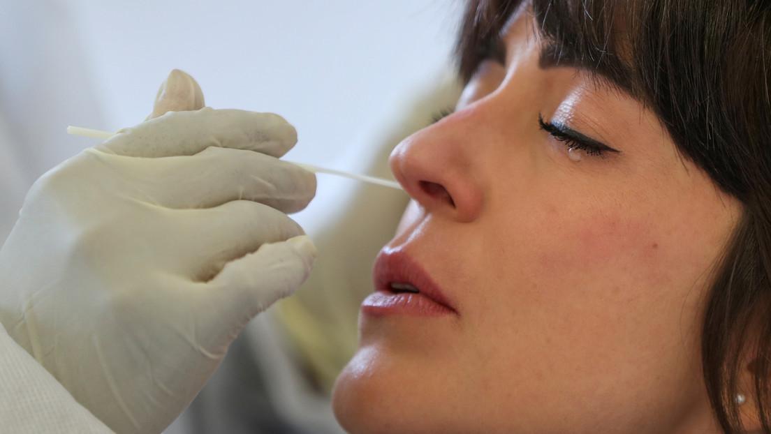 Nuevos estudios de la vacuna contra el covid-19 de AstraZeneca sugieren que es segura y muestra un 70 % de efectividad