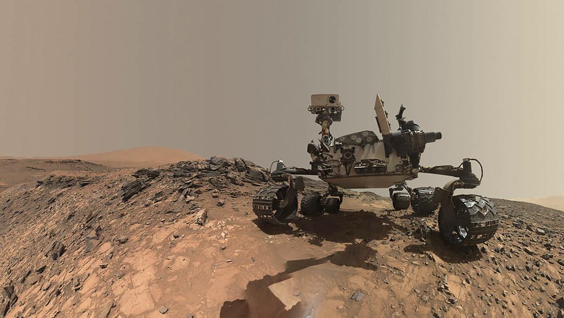 El róver Curiosity encuentra en la superficie de Marte una gran roca oscura y brillante (FOTO)