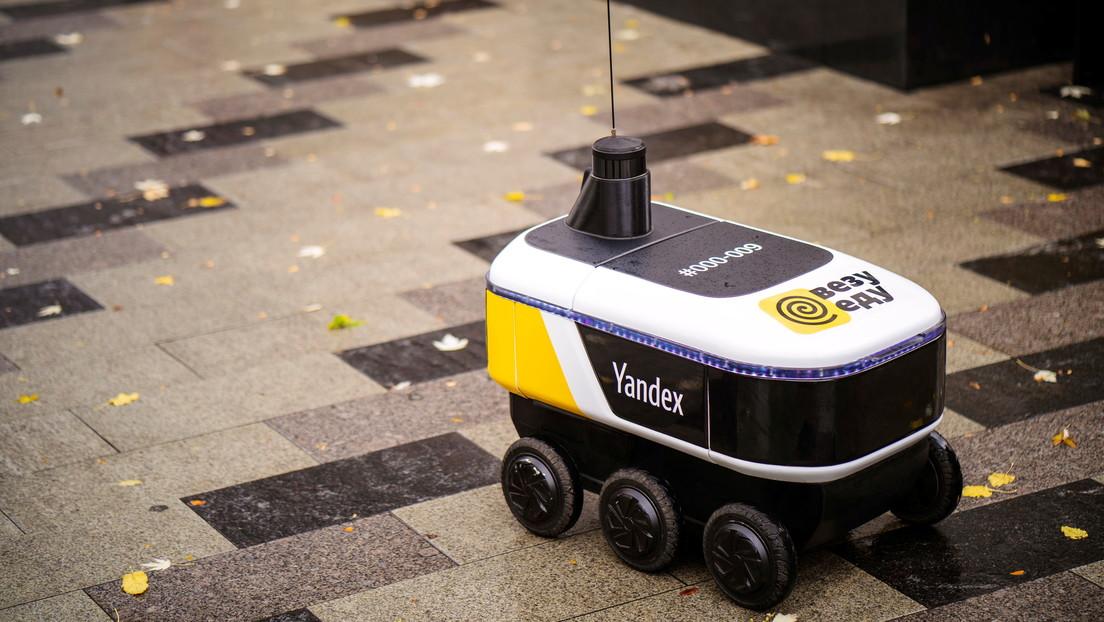 Robots mensajeros comienzan a entregar pedidos de comida en un céntrico distrito de Moscú