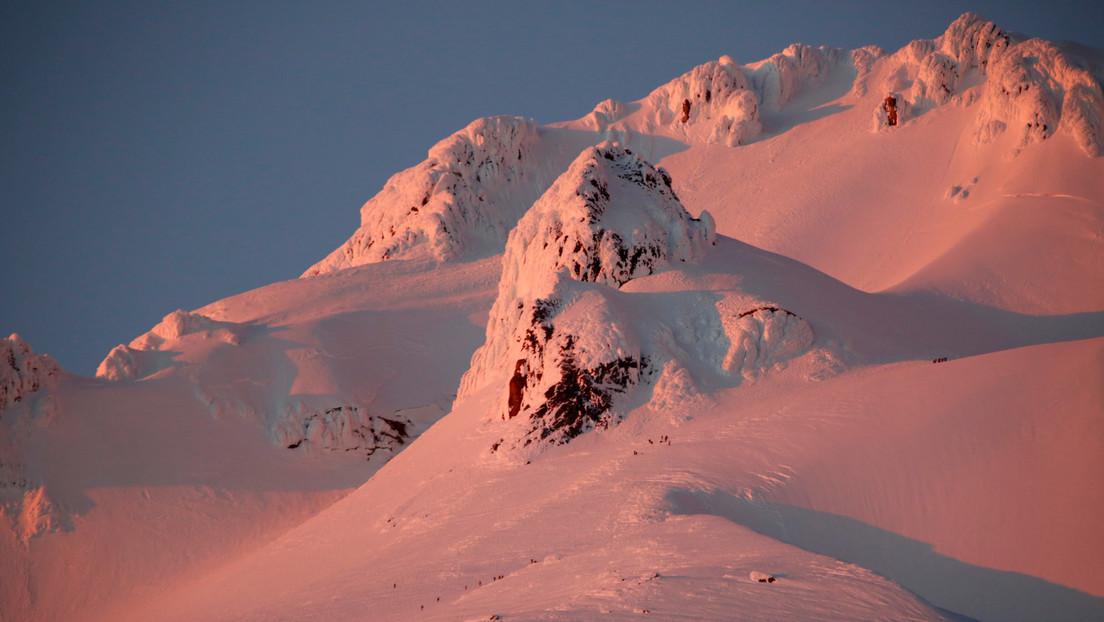 Una mujer logra sobrevivir tras caer en la grieta de un volcán mientras esquiaba