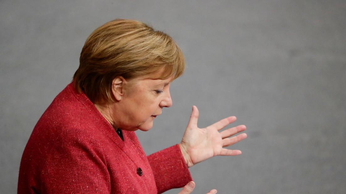 """El emotivo llamamiento de Merkel a los alemanes para restringir contactos sociales: """"El precio de 590 muertes por día es inaceptable"""""""