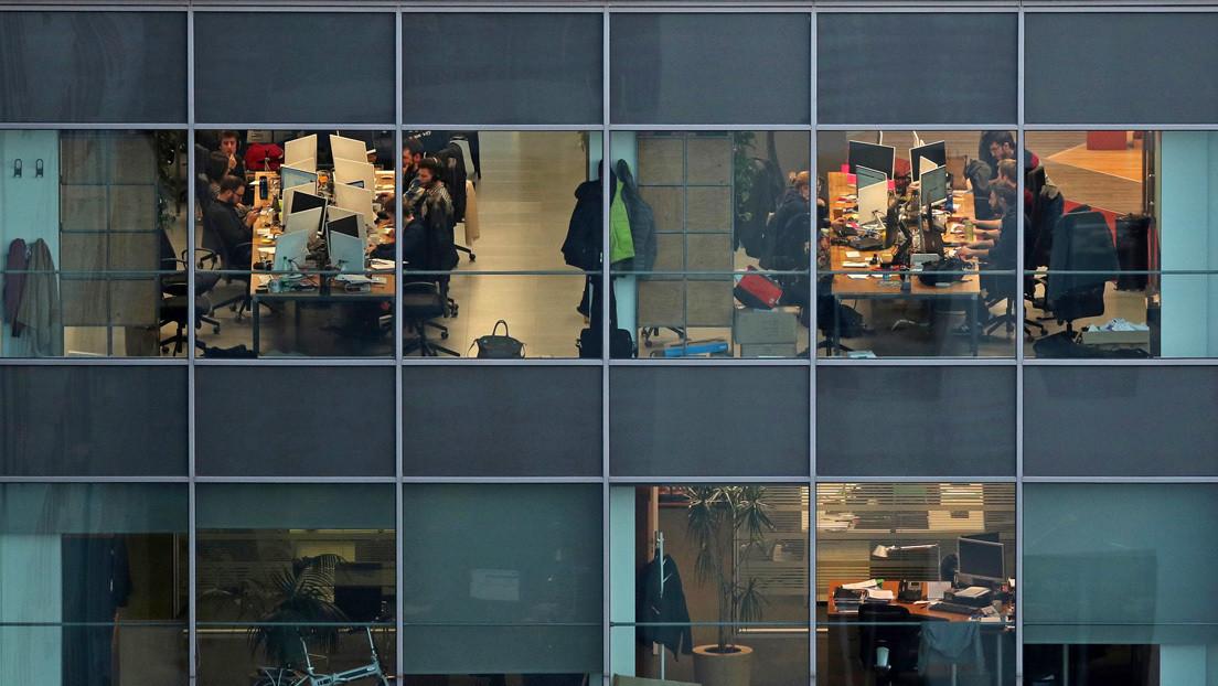 ¿Es posible la semana laboral de cuatro días? El debate se abre en España (y los resultados en una empresa pionera)