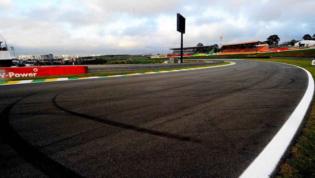 VIDEO: Un conductor despistado se mete a contramano en una pista de Fórmula 1 en plena carrera