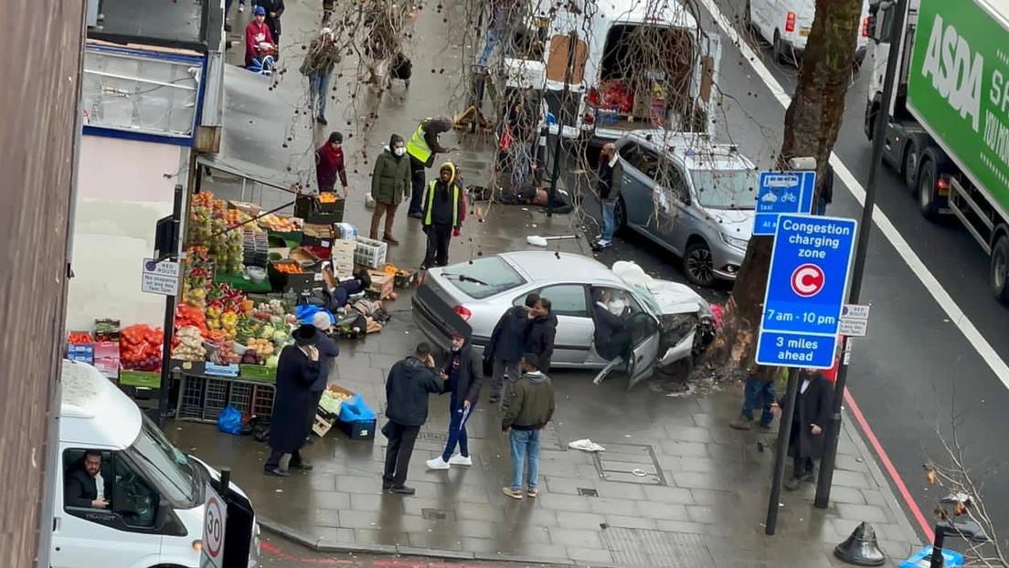 Un coche arrolla a una multitud en Londres, hiriendo gravemente a varias personas