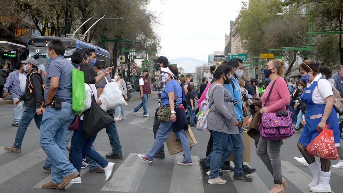 ¿En semáforo rojo o en alerta? La polémica discusión en Ciudad de México por el disparo de contagios y hospitalizaciones por coronavirus