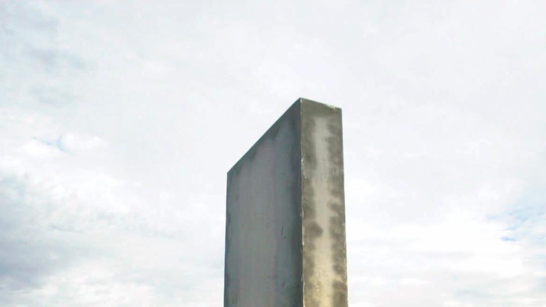 El fenómeno de los monolitos de metal llega a América Latina: Encuentran el primer ejemplar en una ciudad de Paraguay (FOTOS)