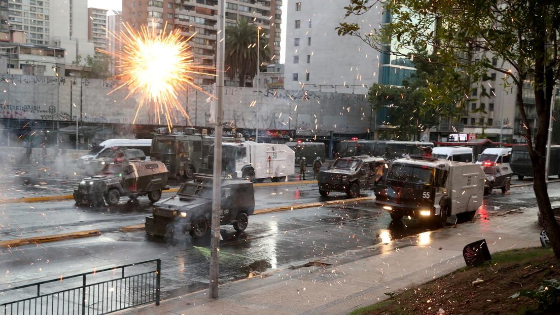 Represión, barricadas y disturbios marcan otra jornada de protestas en Chile para pedir la liberación de los presos tras el estallido social