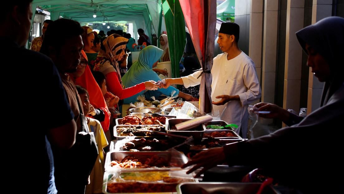 En algunos mercados indonesios aún venden carne de murciélago, pese a vincularse con el origen del coronavirus