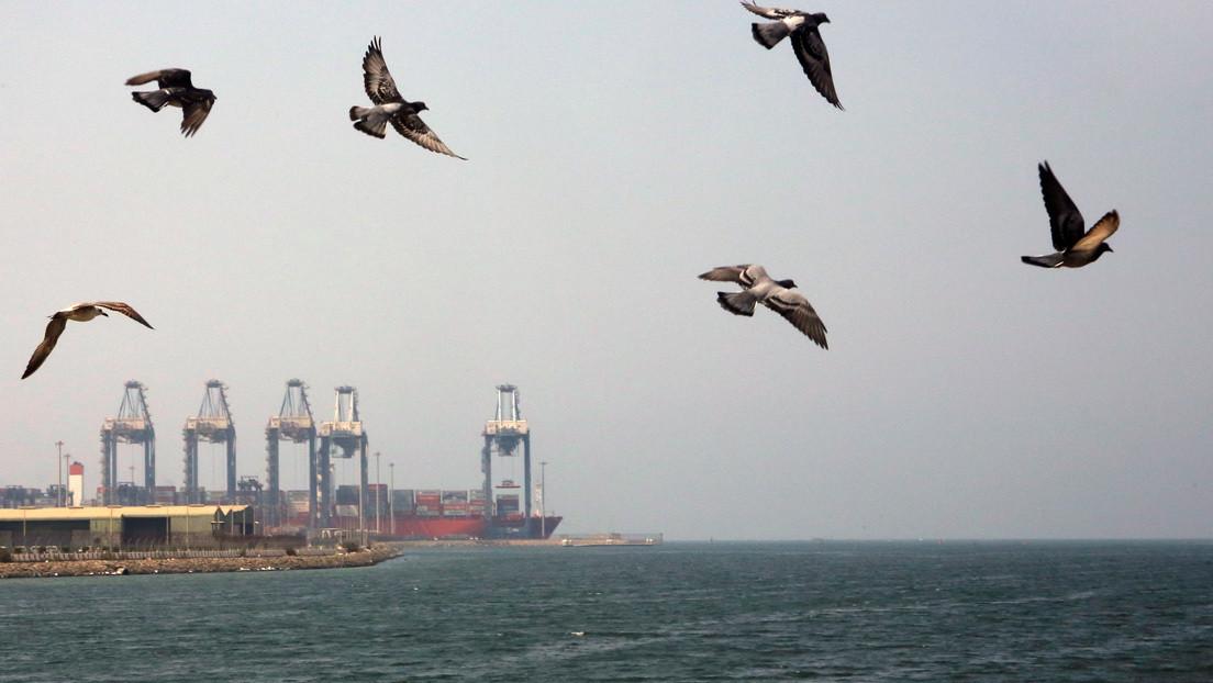 Un petrolero es atacado con un barco cargado de explosivos en Yeda y las autoridades sauditas lo califican de acto terrorista
