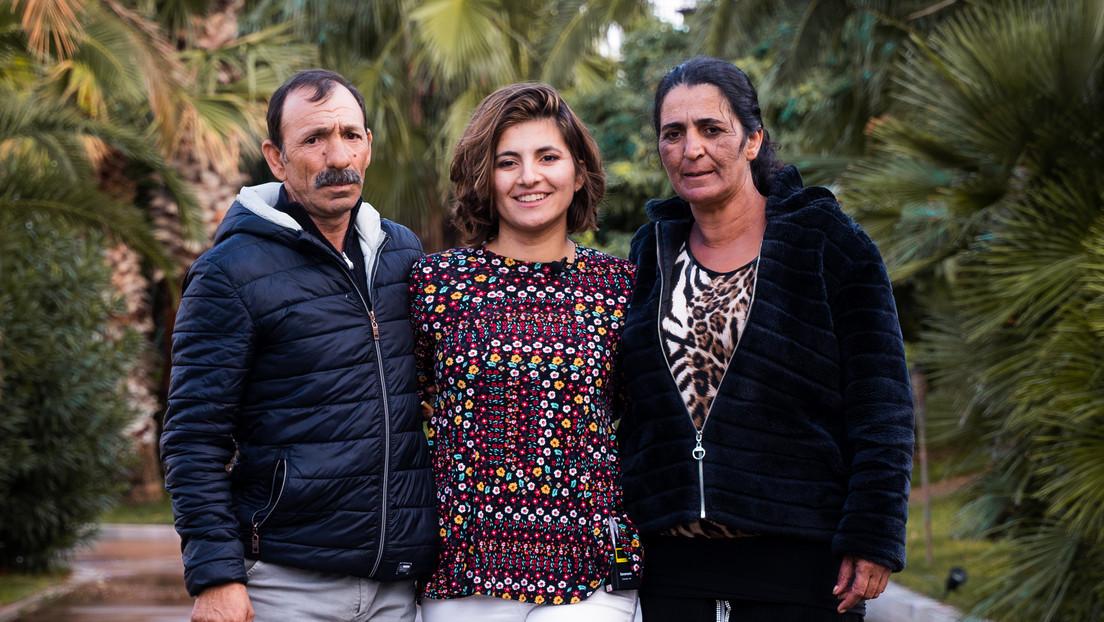 Una mujer que fue robada al nacer y vendida a una familia de EE.UU. se reúne con sus padres biológicos 25 años después