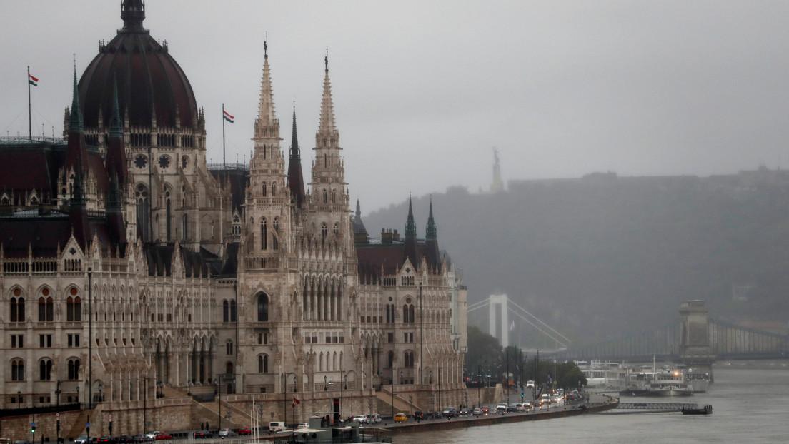 El Parlamento de Hungría aprueba una ley que prohíbe la adopción por parejas del mismo sexo