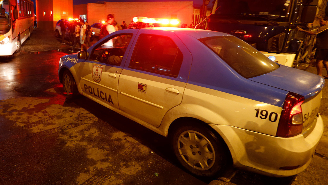 Detienen a dos policías en Brasil por la muerte de dos jóvenes negros a quienes habrían disparado, arrestado y abandonado en una carretera