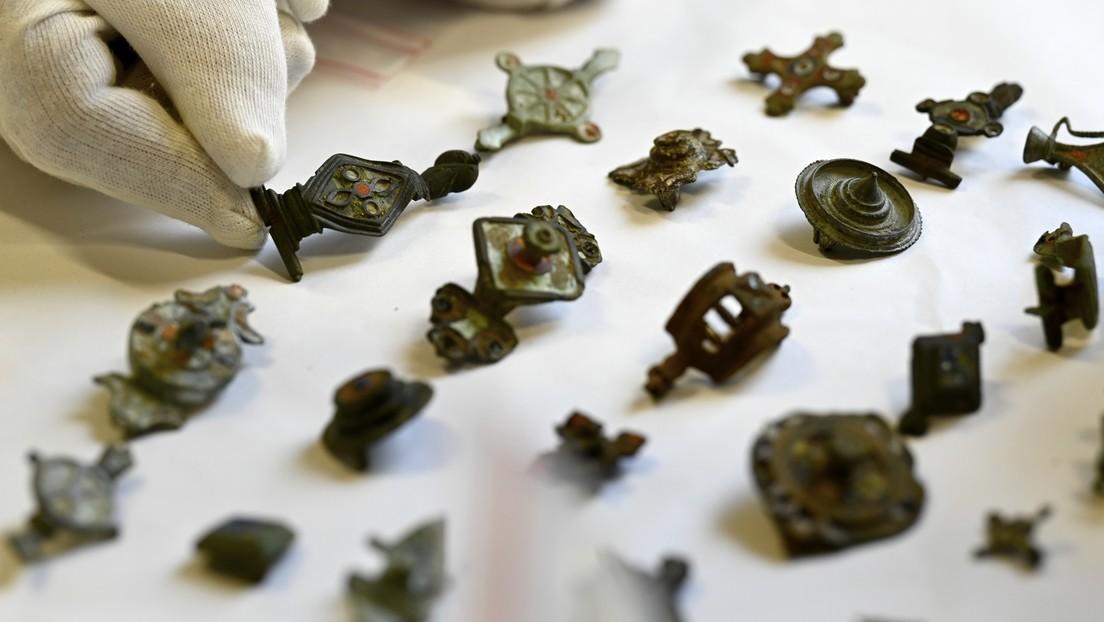 Incautan más de 27.000 piezas arqueológicas en la casa de un saqueador de tesoros en Francia (FOTOS)