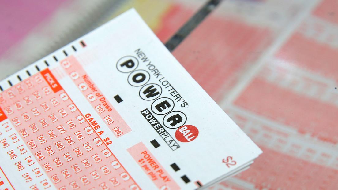 Obligan a una mujer a devolver un boleto de lotería premiado con más de 4 millones de dólares