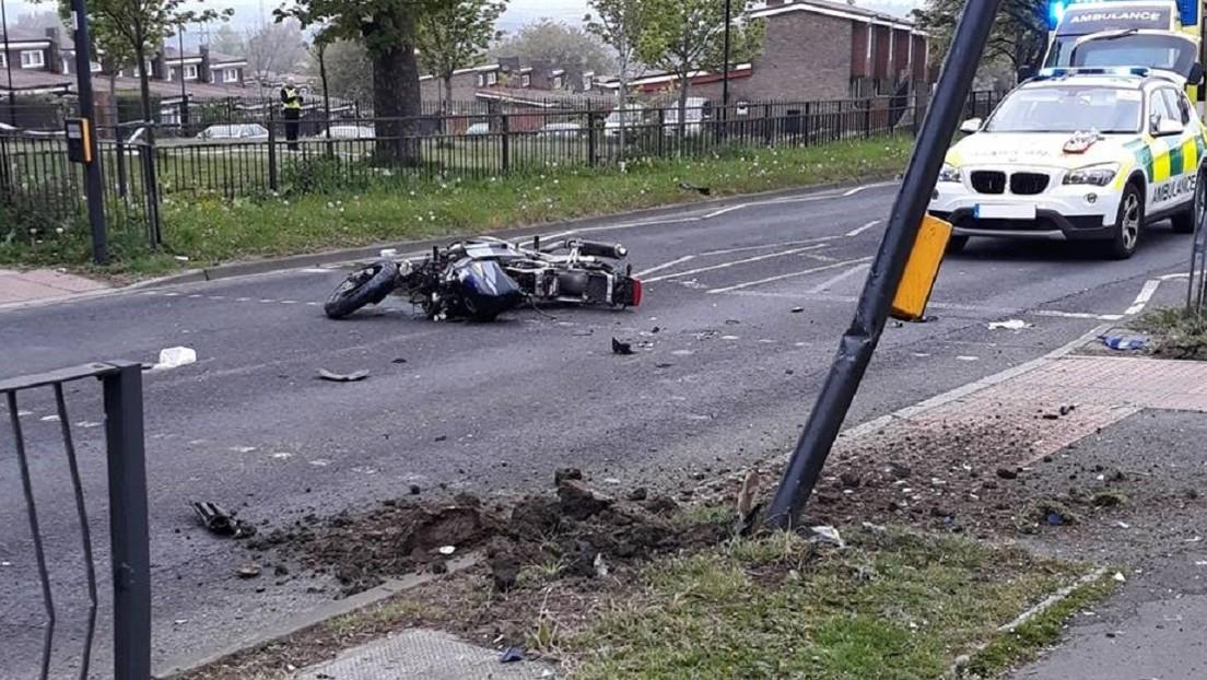 VIDEO: Un conductor embiste su motocicleta robada y mata a uno de los ladrones