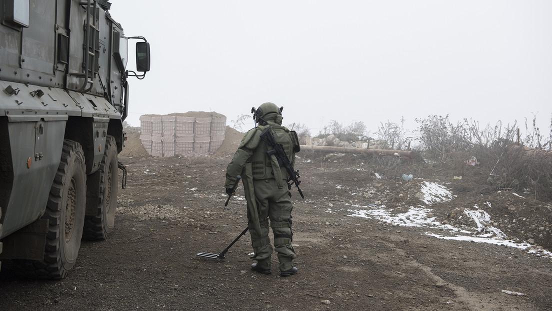 Un oficial ruso muere mientras desactivaba minas en Nagorno Karabaj