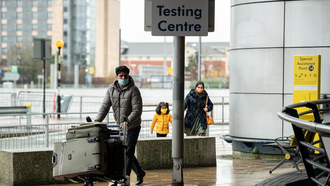Casi 30 países prohíben los vuelos comerciales con el Reino Unido por temor a la nueva variante del coronavirus