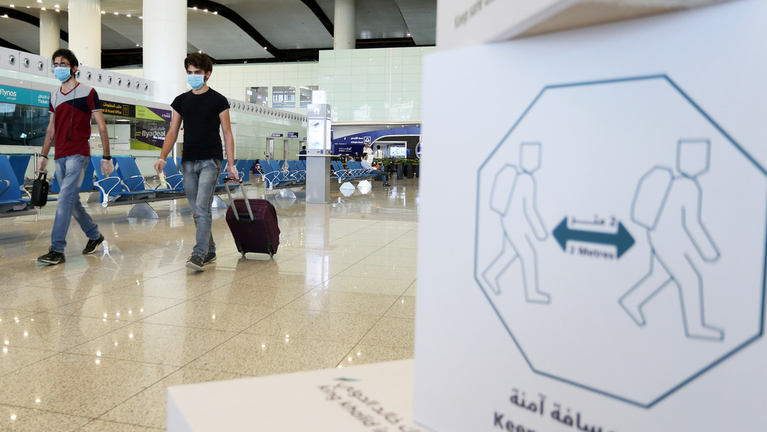 Arabia Saudita prohíbe todos los vuelos comerciales internacionales y  cierra los puertos y fronteras ante la nueva variante del coronavirus - RT
