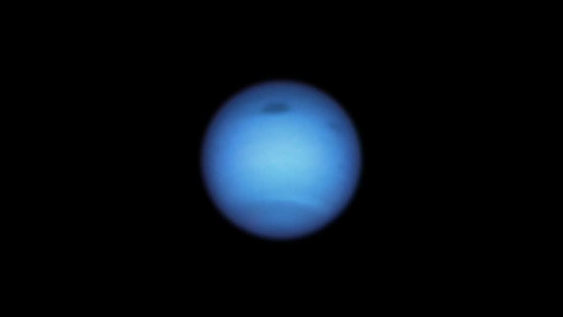 Extrañas manchas oscuras en la superficie de Neptuno intrigan a los científicos