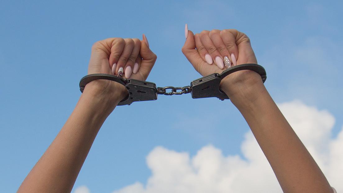 Compensan con 2,4 millones de dólares a una mujer que sufrió un arresto arbitrario cuando estaba desnuda