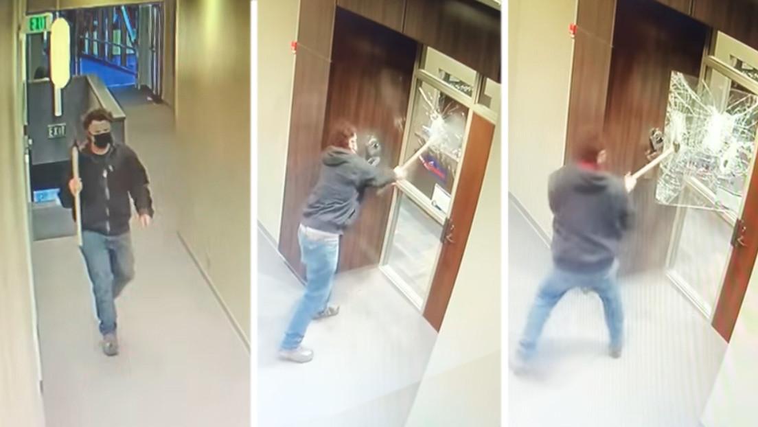 Un hombre ataca con un hacha la oficina de un senador estadounidense (VIDEO)