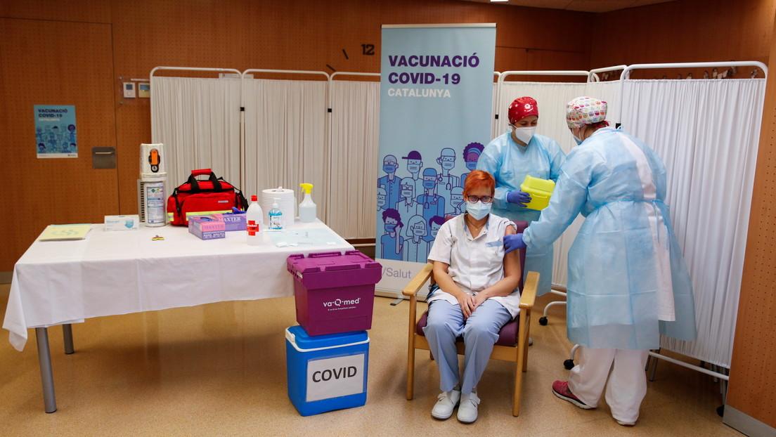 """La primera enfermera en inyectar la vacuna contra el covid-19 en España: """"Cuanta más gente nos vacunemos, antes terminaremos con esta pesadilla"""""""