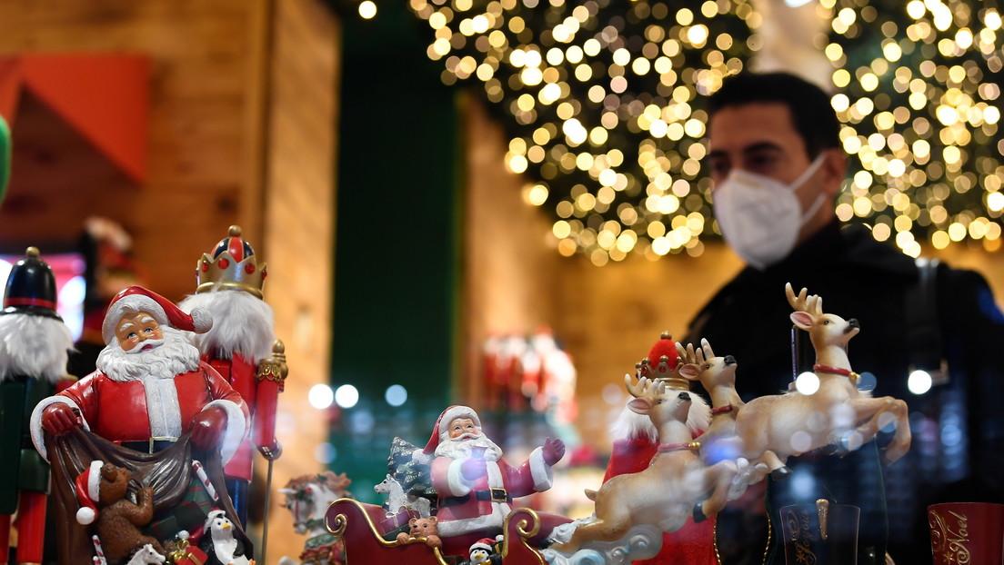 Decora el escaparate de su tienda con un sencillo juguete navideño y desata un grave incendio