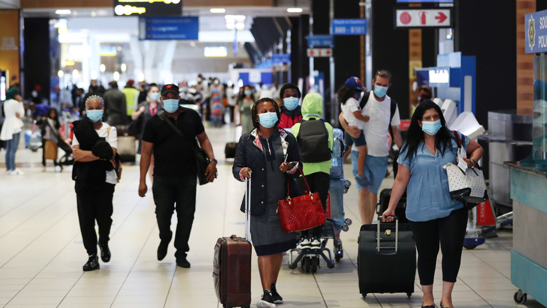 Sudáfrica obliga a usar mascarilla ante la nueva cepa de covid-19 y podría castigar con cárcel el incumplimiento
