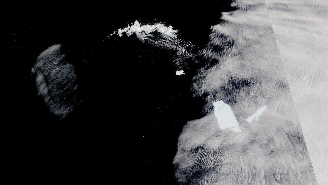 FOTO: El gigantesco iceberg A-68A continúa fragmentándose cerca de un importante refugio de vida silvestre marina