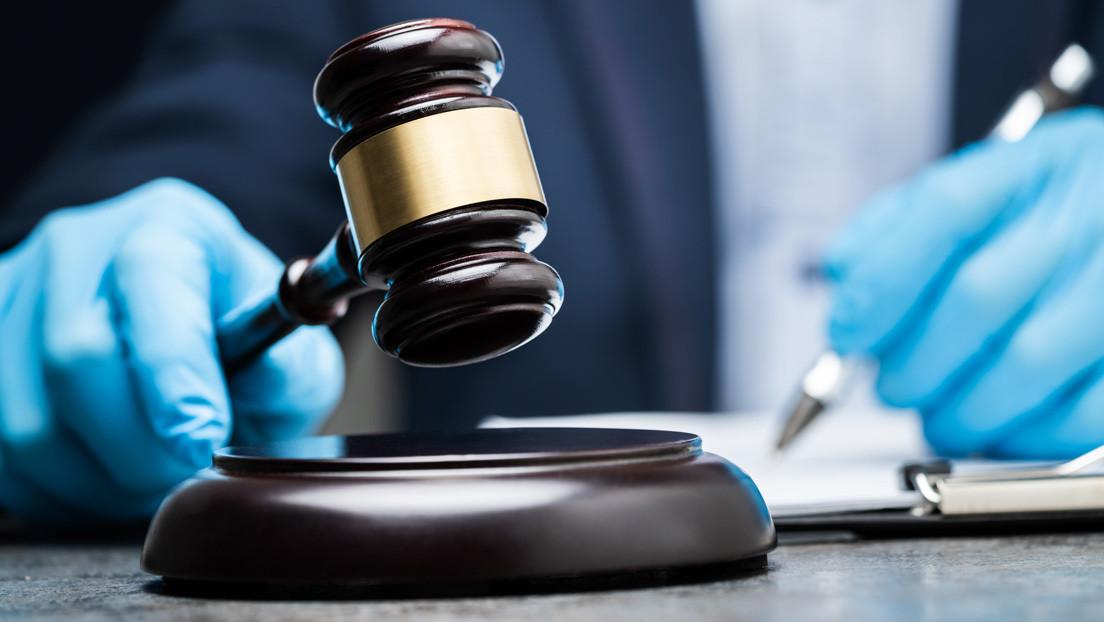 Una exprofesora de secundaria acusada de abuso sexual y que admitió una relación inapropiada con un estudiante comparece ante el tribunal