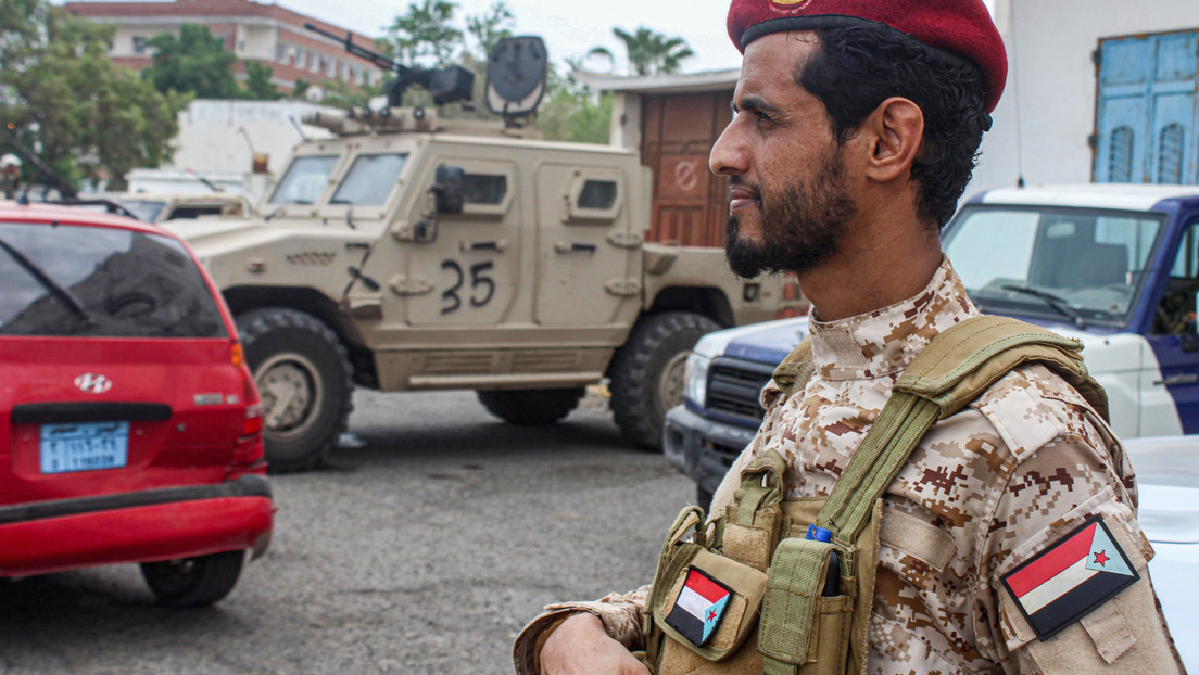 Se registra explosión cerca del palacio presidencial de Yemen luego del ataque mortal con misiles contra el aeropuerto a la llegada del nuevo Gobierno