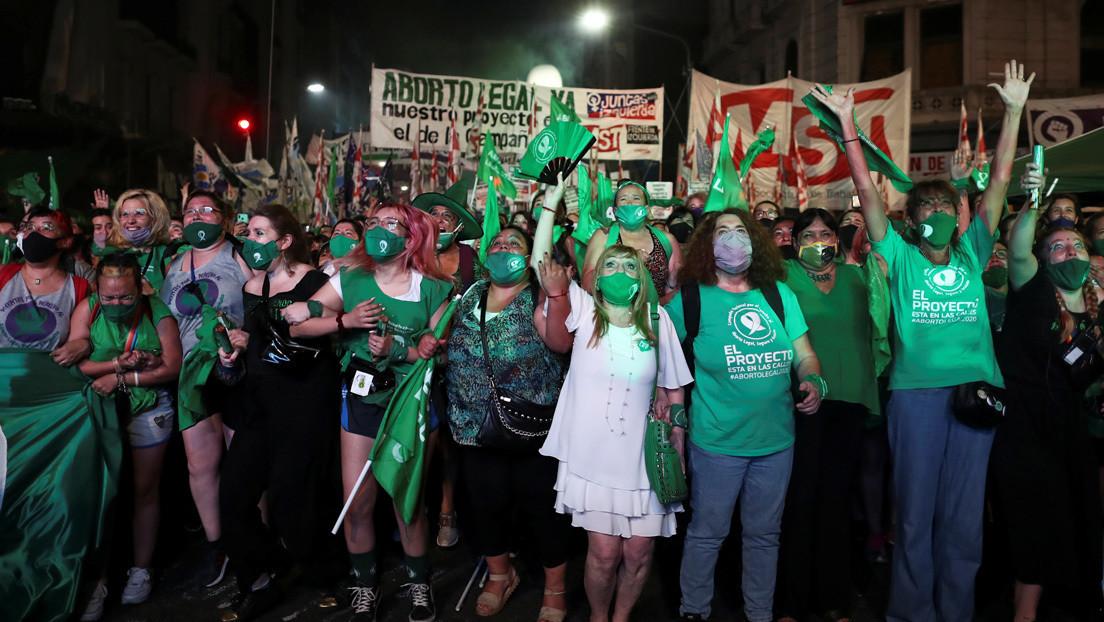 Niñas obligadas a ser madres y muertes posparto: los rostros del dolor que precedieron la legalización del aborto en Argentina