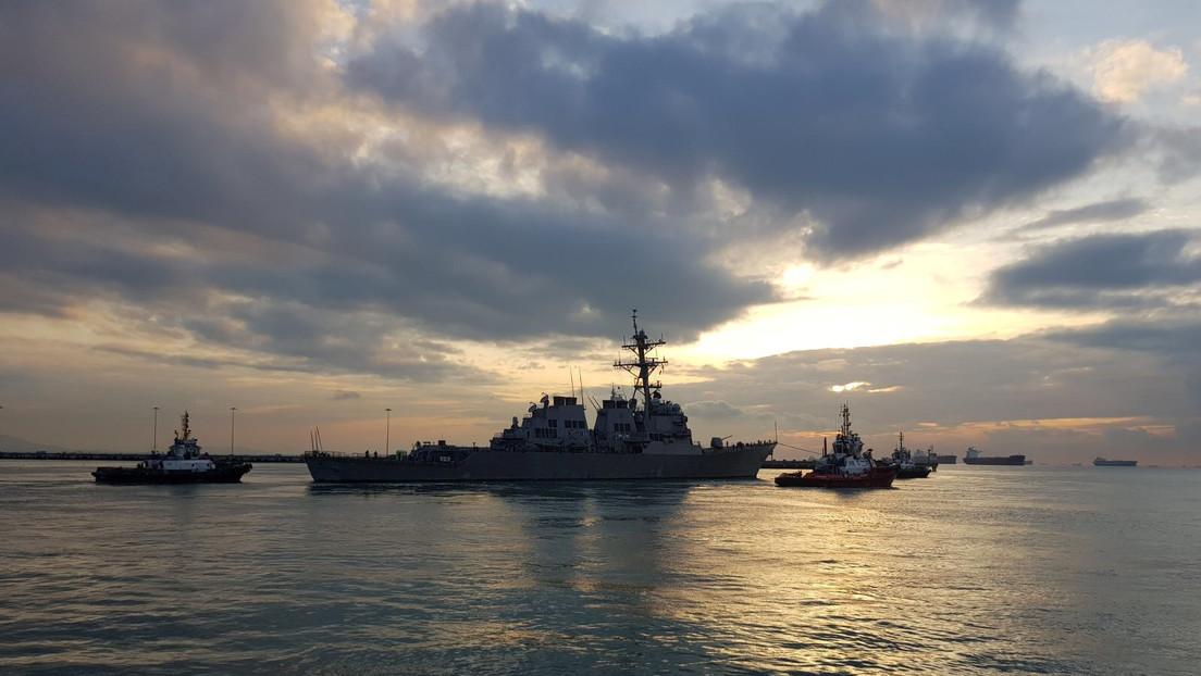 Dos destructores de la Marina de EE.UU. navegan por el estrecho de Taiwán