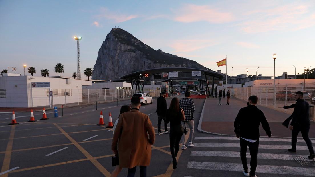 España llega a un acuerdo 'in extremis' con Reino Unido para mantener la libertad de movimiento en su frontera con Gibraltar