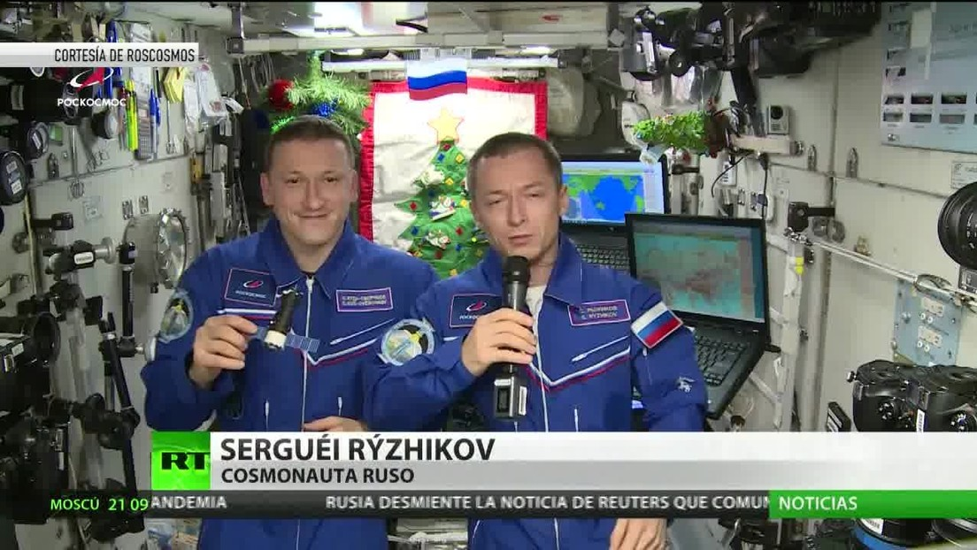 Cosmonautas rusos mandan sus felicitaciones desde el espacio