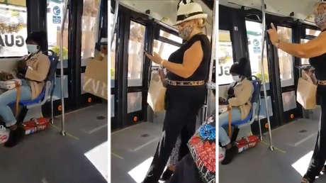 """""""Lass die schwarze Frau aufstehen!"""": Sie filmen den rassistischen Angriff einer Passagierin in einem Bus in Spanien"""