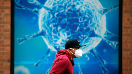 """Qué se sabe de la nueva variante del coronavirus detectada en el Reino Unido, que puede ser """"hasta un 70 % más transmisible"""" que la cepa original"""