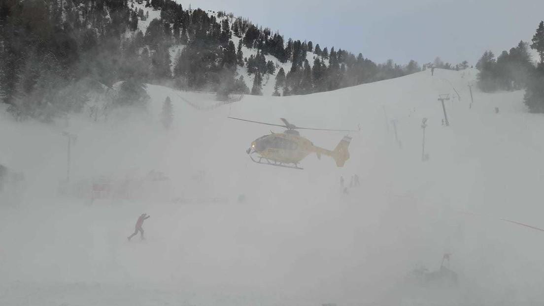 Propone matrimonio a su novia en una montaña y ambos caen unos 200 metros por un acantilado momentos después