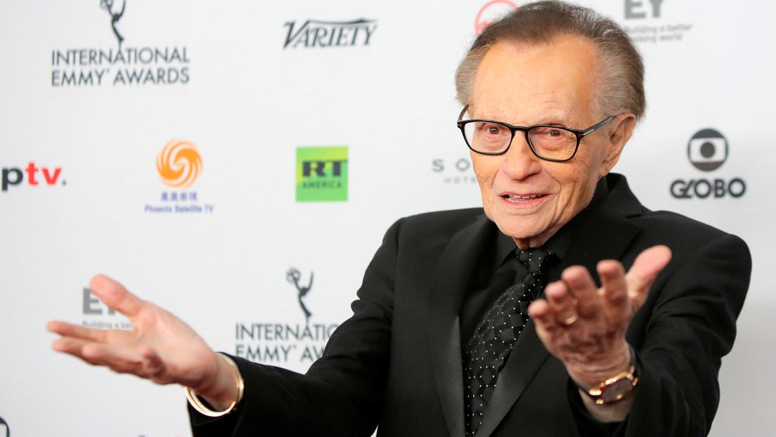 Hospitalizan al famoso presentador Larry King tras contraer el covid-19
