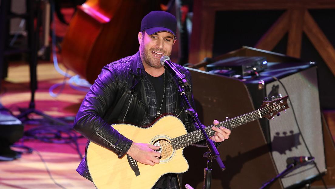 El cantante de country Tyler Rich halla un cadáver con una pistola en un parque el día de Nochevieja
