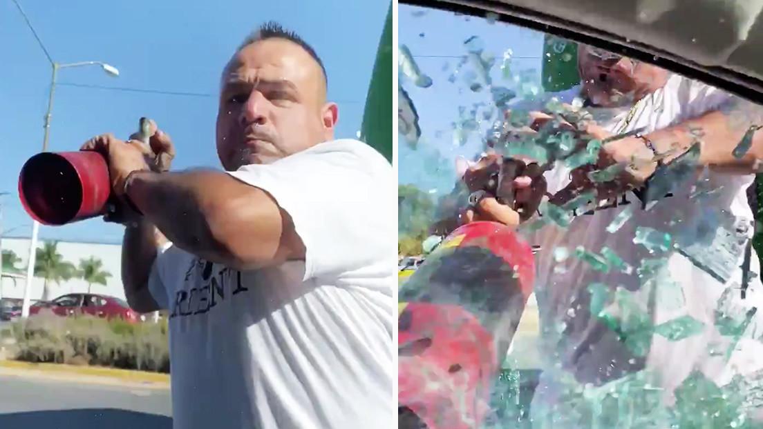 VIDEO: Un conductor de autobús agrede con un extintor a un hombre que le pide no arrojar basura a la vía en Jalisco