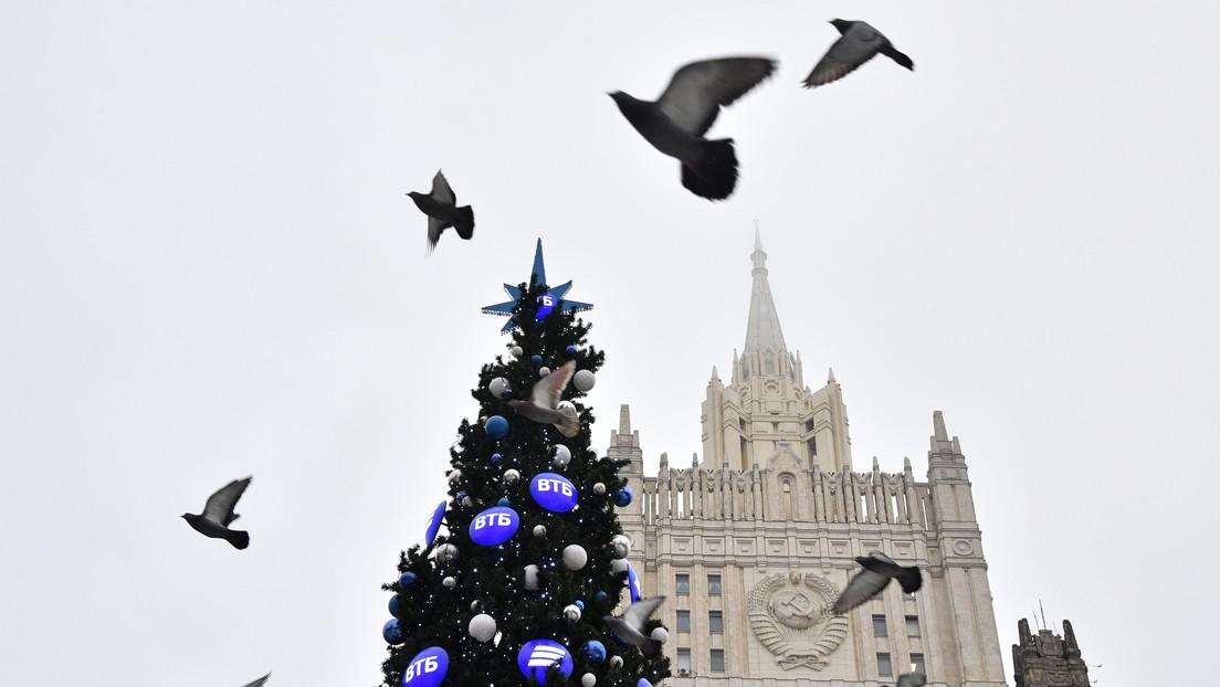 La diplomacia rusa responde a un tuit de Pompeo sobre la dureza de Trump con Rusia con un óleo de Napoleón en 1812