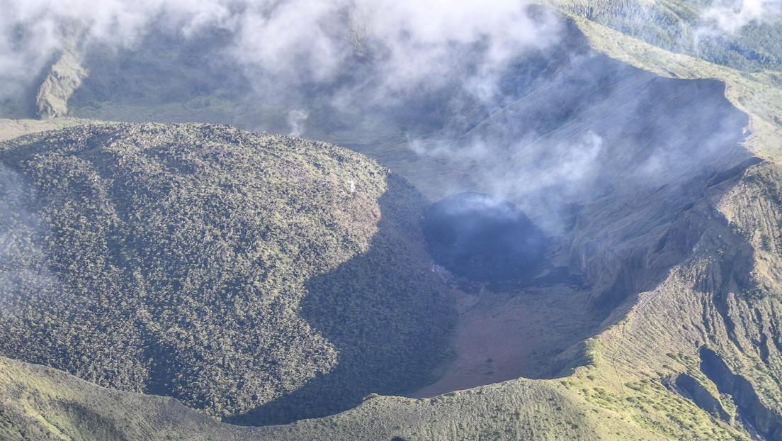 Informes erróneos tras despertar un volcán en el Caribe siembran el pánico y las autoridades desmienten órdenes de evacuación