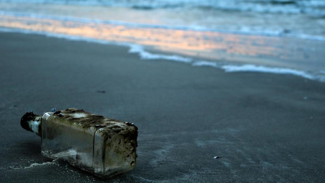 Hallan en una playa de las Bermudas una botella con un mensaje y tapones para los oídos