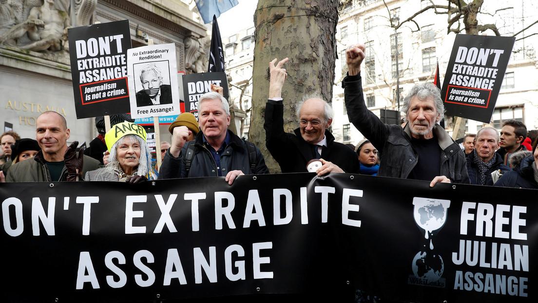 """""""Se compran y se pagan"""": Roger Waters cuestiona la falta de apoyo de la comunidad periodística a Julian Assange"""