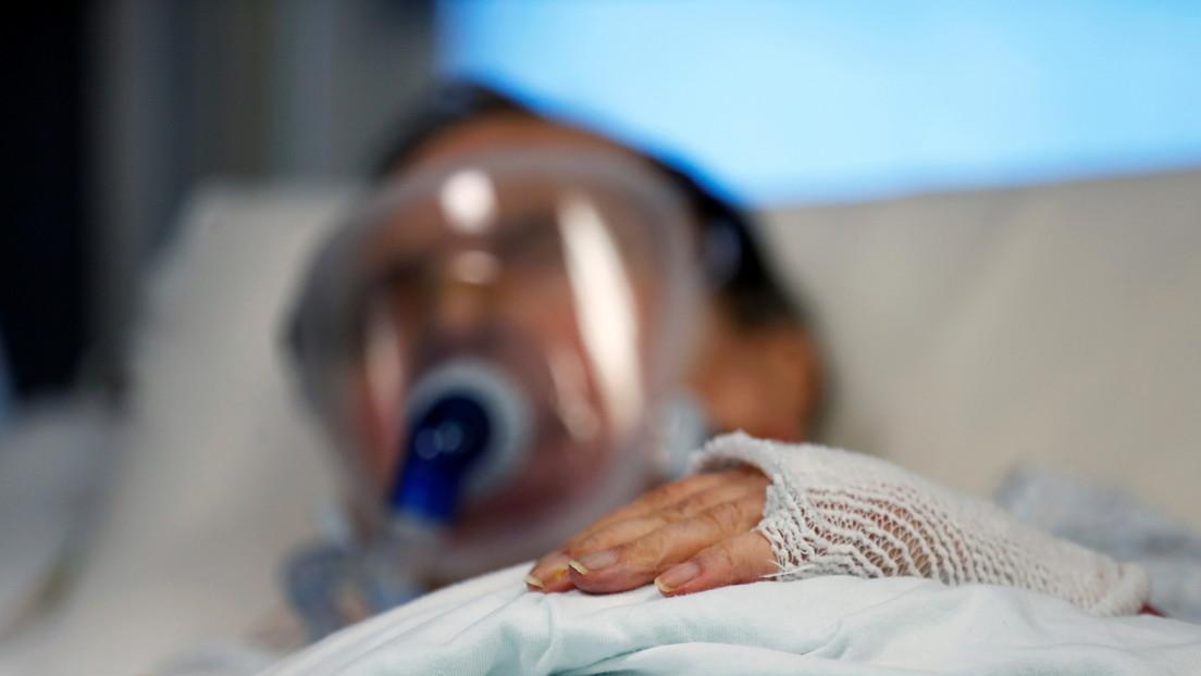 Estuvo más de dos meses hospitalizado por covid-19 y asegura que fue la voz de su esposa lo que le hizo salir del coma