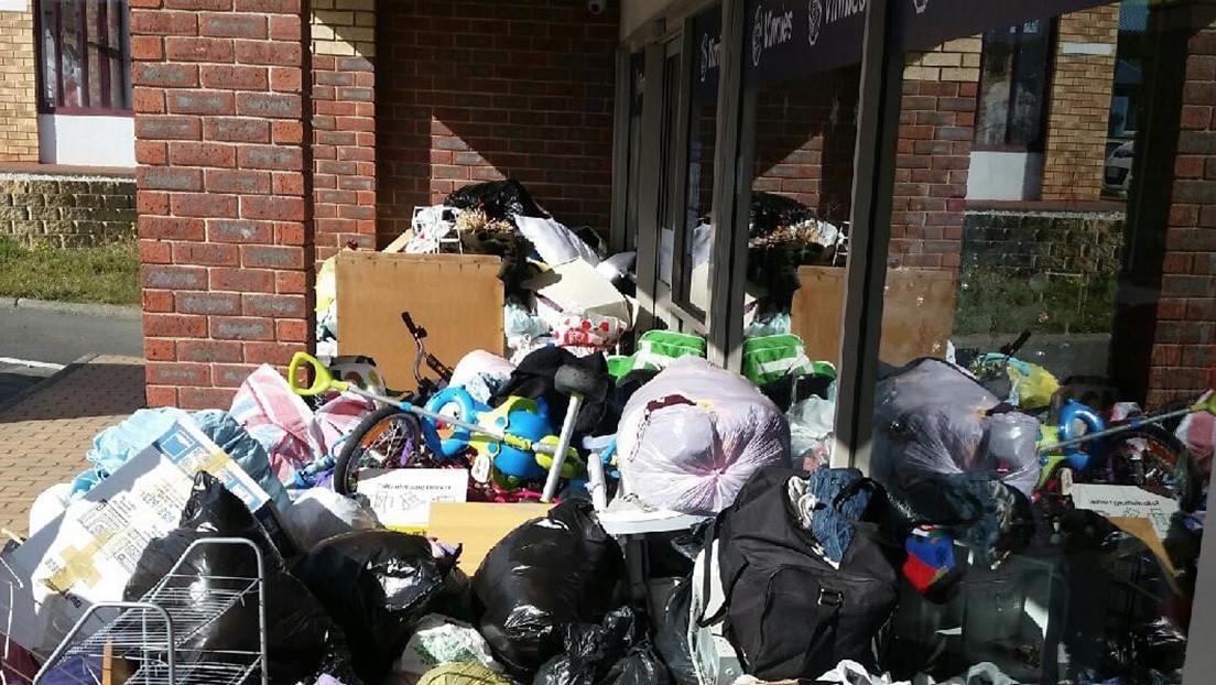 Arrojan 7 toneladas de desperdicios ante una tienda de caridad en Tasmania después de Navidad (FOTO)