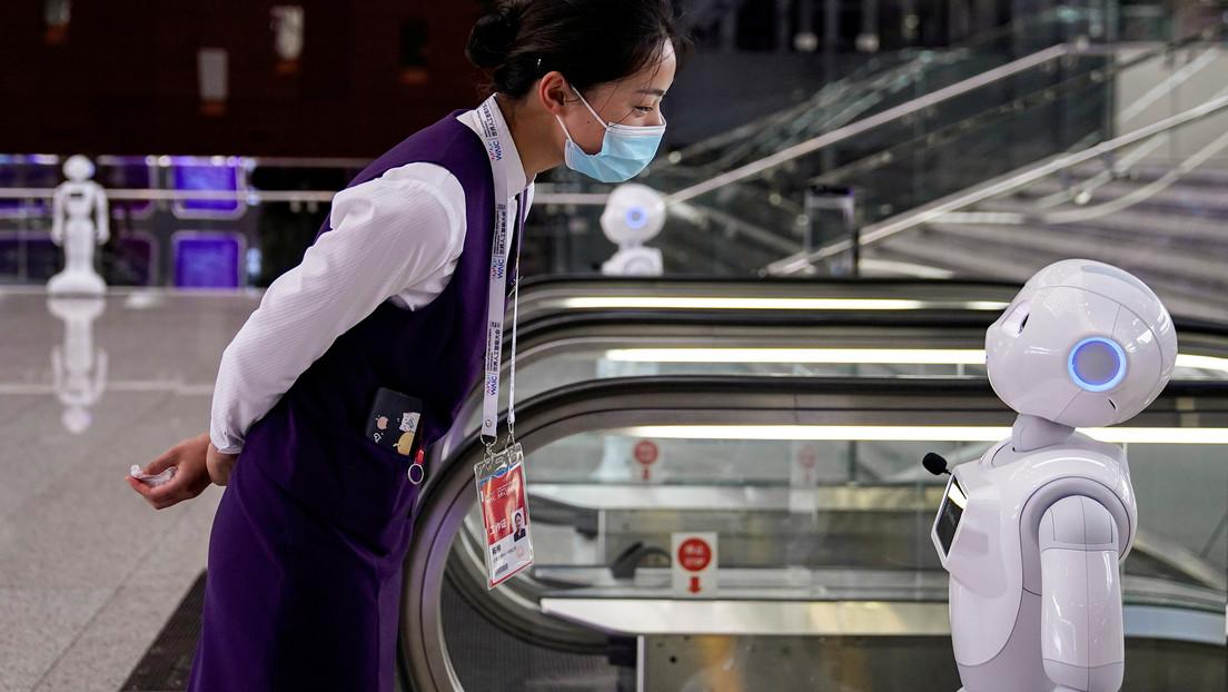 """""""¡Deja de ser caprichoso!"""": Dos robots discuten acaloradamente en una biblioteca china (VIDEO)"""